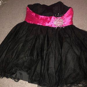 Dresses & Skirts - Black and fuishia short dress
